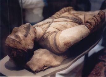 1280px-Mummy_at_British_Museum